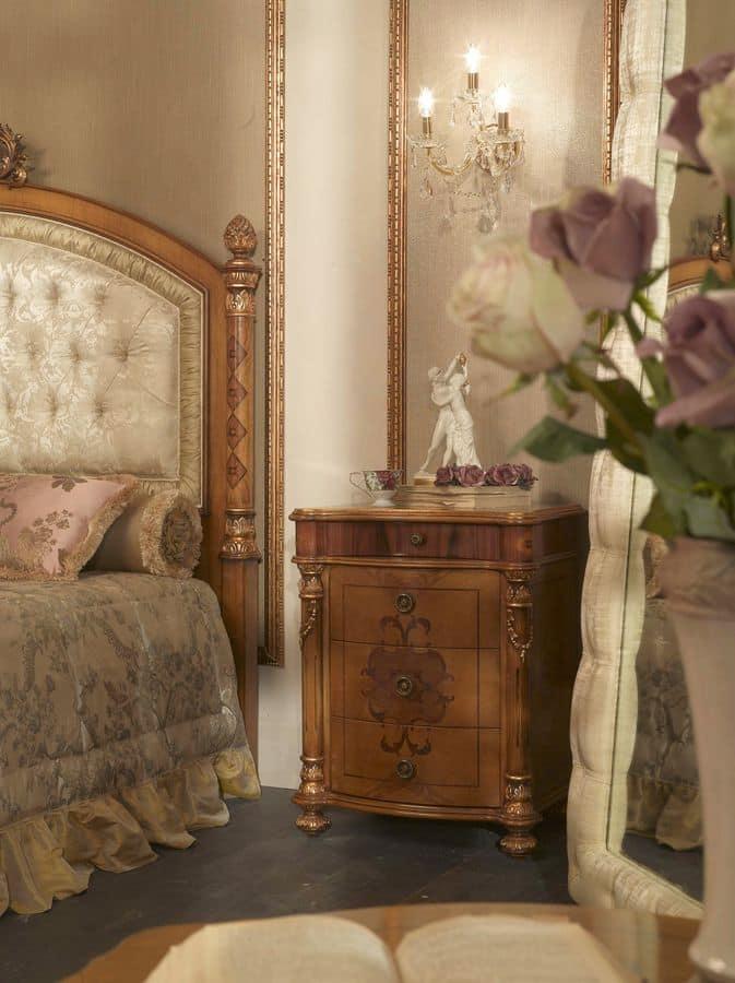 nachttisch mit 4 schubladen f r klassische schlafzimmer. Black Bedroom Furniture Sets. Home Design Ideas