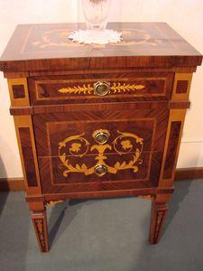 Art. 149, Klassischer Nachttisch aus Intarsienholz