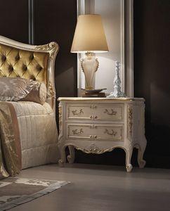 R45 / Nachttisch, Klassischer Nachttisch, mit Schnitzereien, weiß lackiert