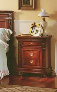 Voltaire Nachttisch, Nachttisch aus Massivholz, mit Schnitzereien, für Hotels