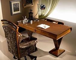 holz schreibtisch flach geformten buch im klassischen. Black Bedroom Furniture Sets. Home Design Ideas