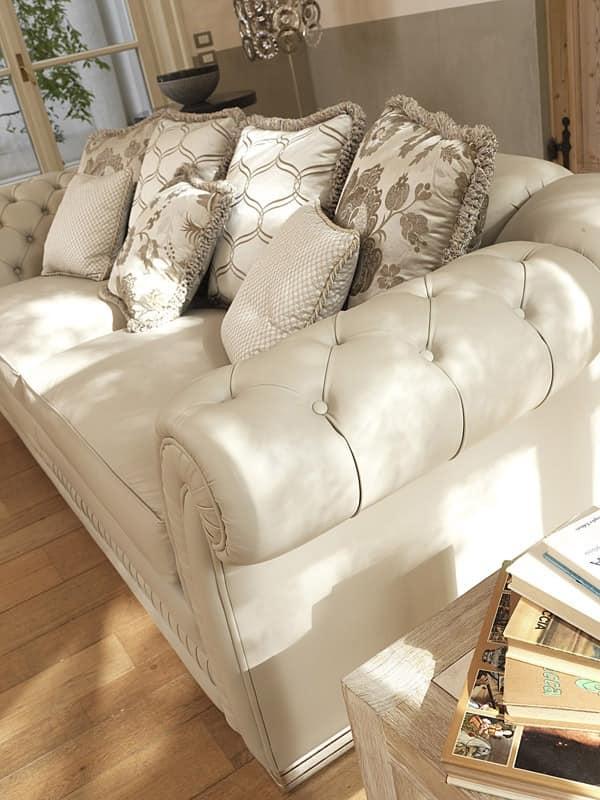Ambassador capitonné, Klassischer Luxus Sofa, gesteppter Polsterung an den Armlehnen
