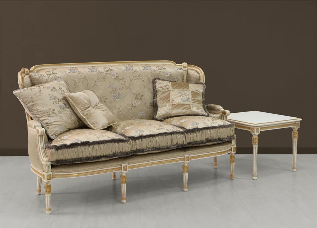 luxus sofa wei mit goldenen ornamenten bemalt idfdesign. Black Bedroom Furniture Sets. Home Design Ideas