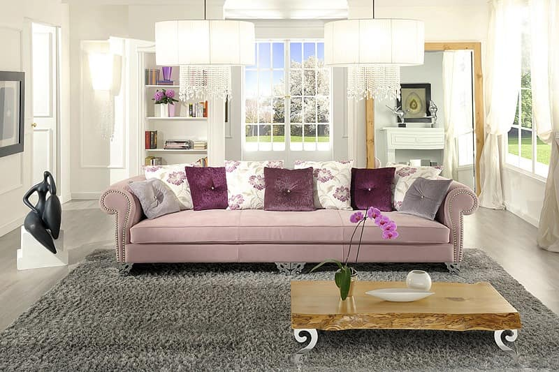 klassisches sofa mit chromf en gewundenen linien idfdesign. Black Bedroom Furniture Sets. Home Design Ideas