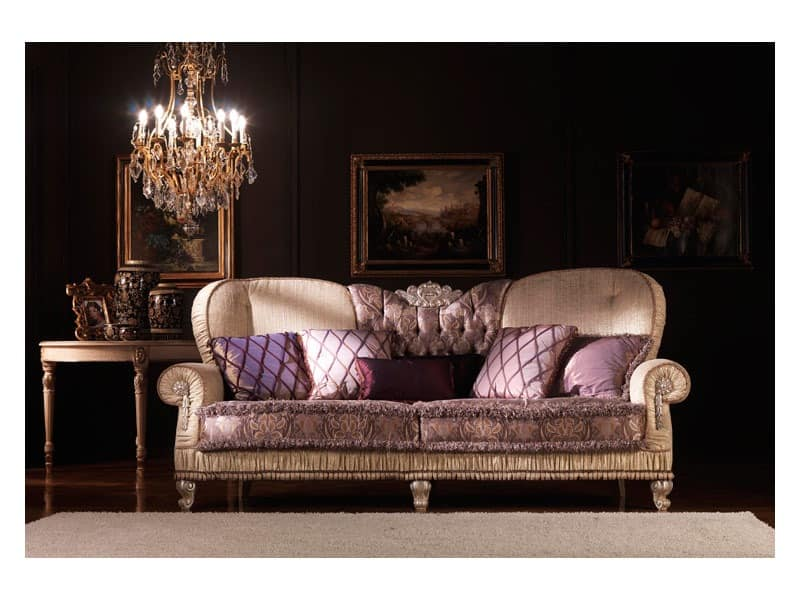 klassisches sofa gepolstert in seide berzogen f r wohnzimmer idfdesign. Black Bedroom Furniture Sets. Home Design Ideas