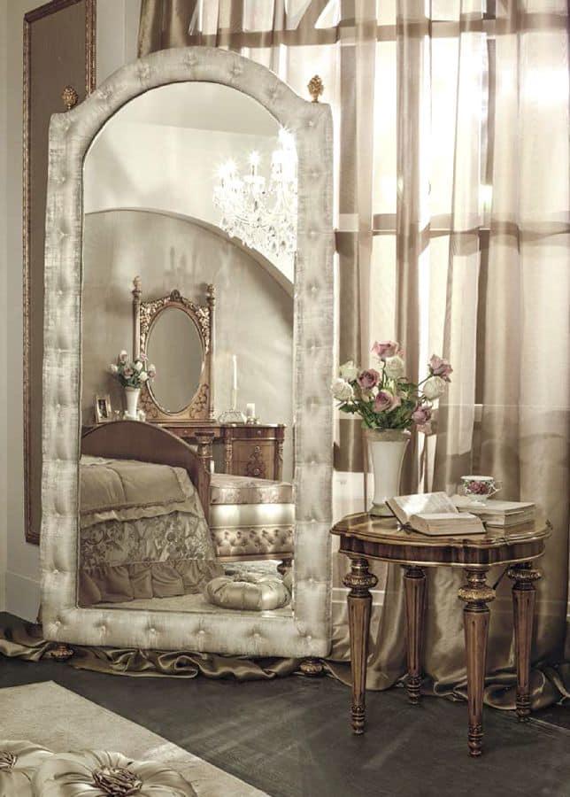 Klassischer Luxus Spiegel mit tufted Polsterrahmen   IDFdesign
