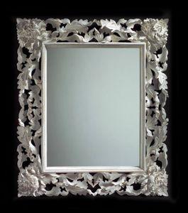 Art. 20104, Spiegel im klassischen Stil mit reichem Schnitzwerk
