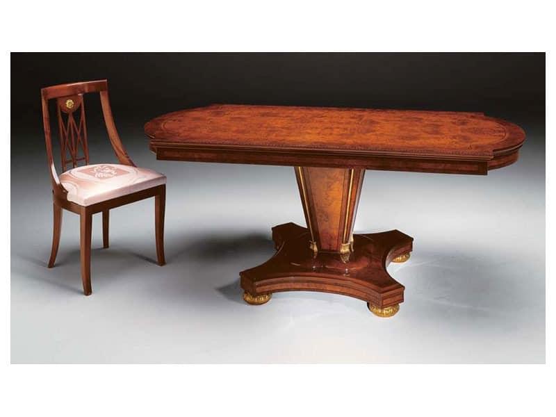 klassischer stuhl aus holz mit gepolstertem sitz idfdesign. Black Bedroom Furniture Sets. Home Design Ideas