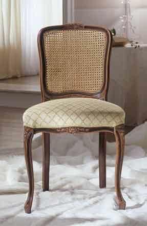 M 607, Gepolsterter klassischer Stuhl, handgeschnitzt