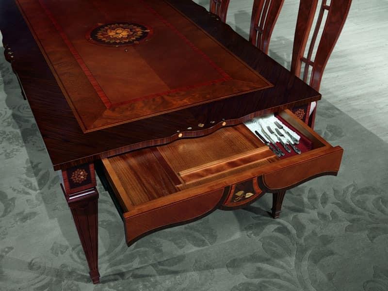 holztisch mit handwerkzeugen eingerichtet luxus esszimmer. Black Bedroom Furniture Sets. Home Design Ideas
