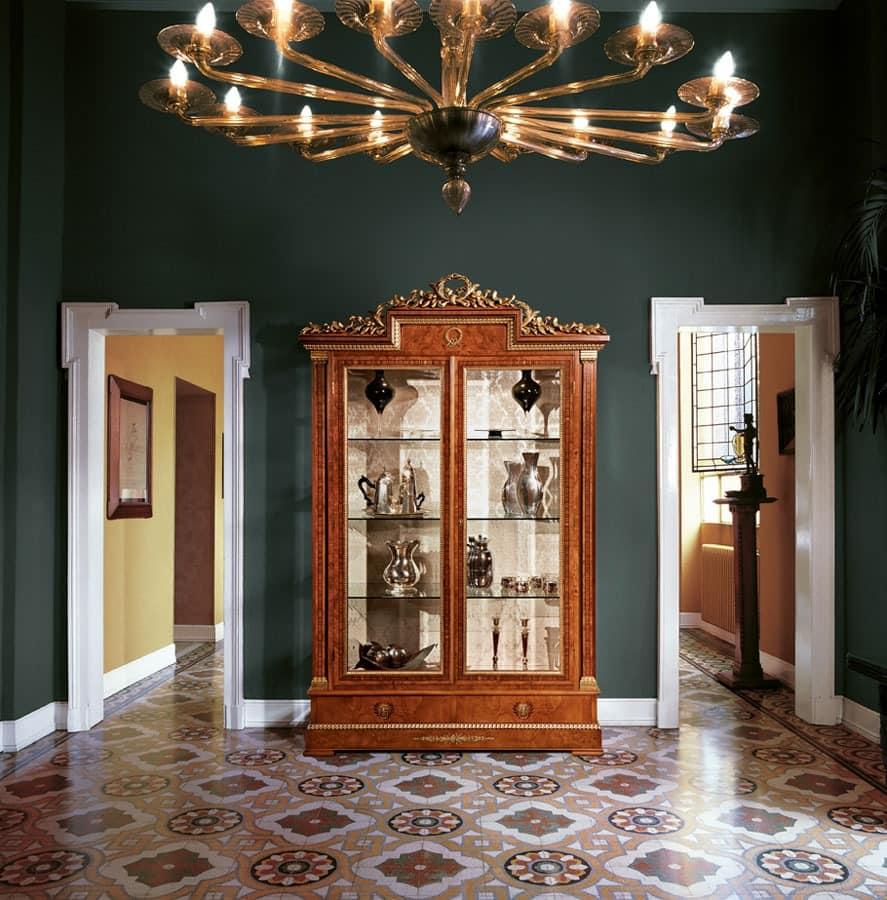vitrine mit 2 glast ren f r wohnr ume idfdesign. Black Bedroom Furniture Sets. Home Design Ideas