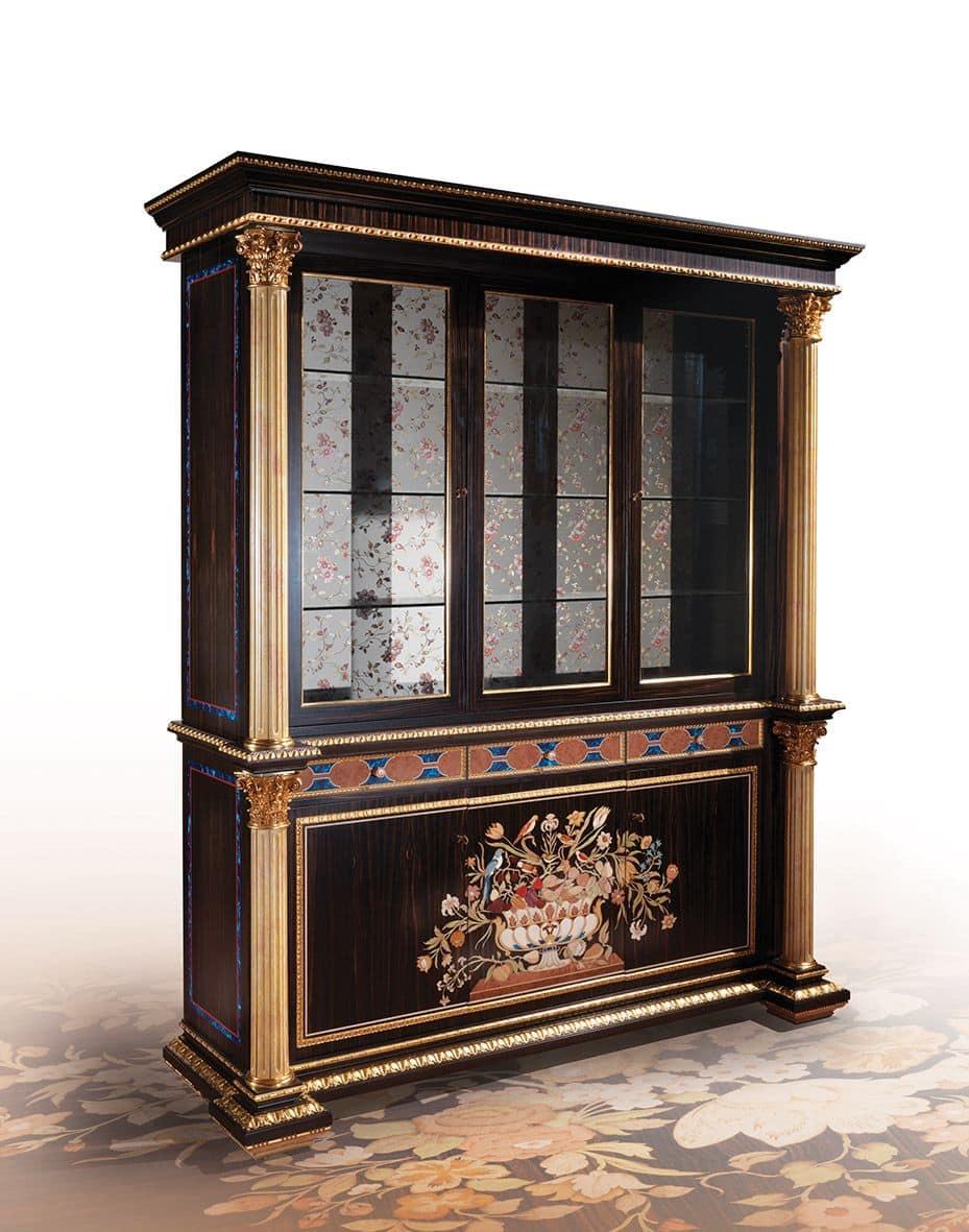 vitrine mit 3 t ren f r klassische wohnzimmer geeignet idfdesign. Black Bedroom Furniture Sets. Home Design Ideas