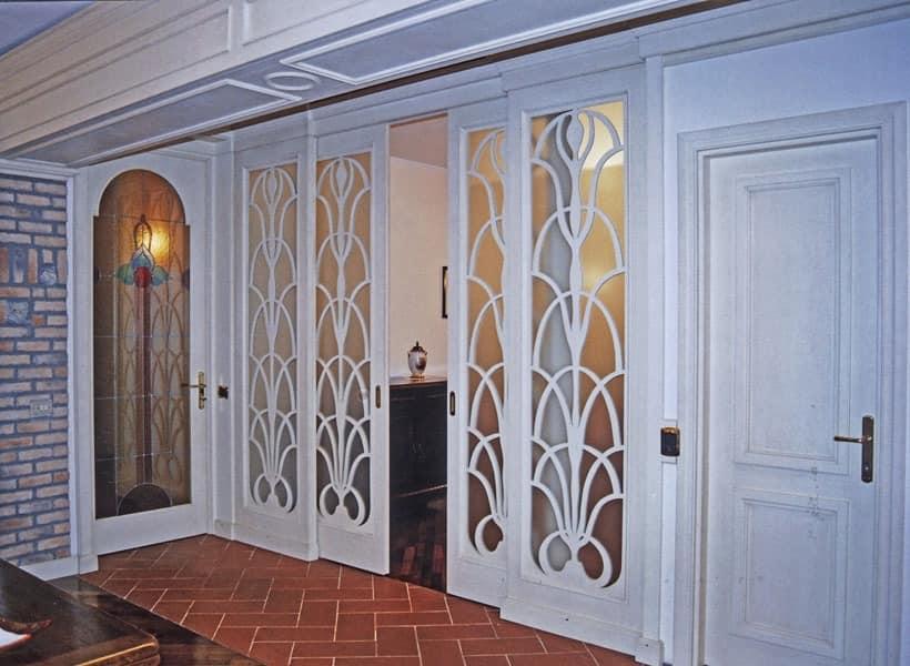 schiebet r aus holz und glas im klassischen stil idfdesign. Black Bedroom Furniture Sets. Home Design Ideas