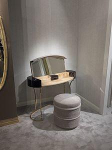 Hotel de Ville Toilette, Make-up-Toilette mit Klappfach