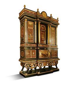 5794, Majestätisches Möbelstück mit Inlays und Marmor