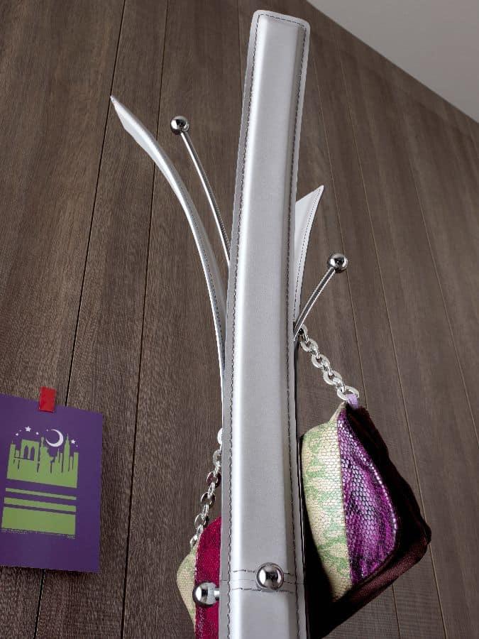 Kari 810, Garderobenständer, mit Leder bezogen, für das Sitzen