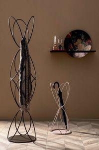 VANITY, Kleiderbügel und Schirm stehen aus lackiertem Metalldraht