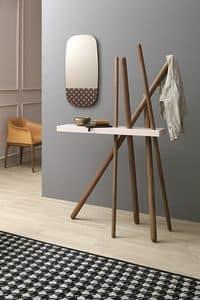 WOOD, Holzmantel für Objekte mit Regal stehen