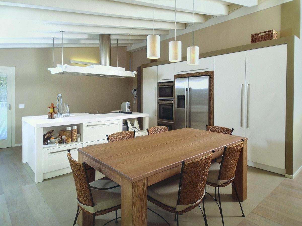 Küche mit Insel und dekorativer Kapuze | IDFdesign