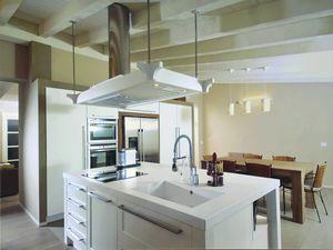 Gaia Küche 113, Küche mit Insel und dekorativer Kapuze