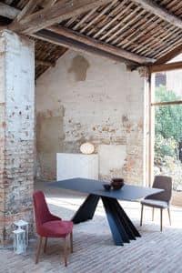 VENTAGLIO, Esstisch mit schwarzen Glasplatte, Metallsockel