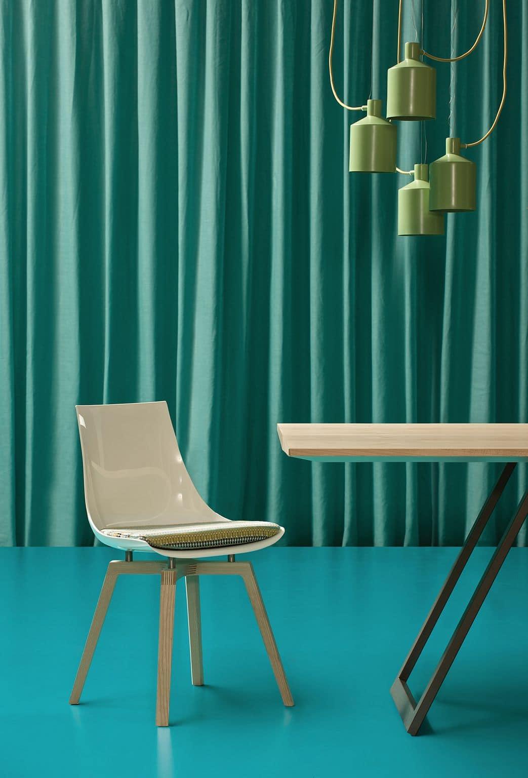 Design sitze st hle modern design holz und kunststoff for Plastikstuhl holzbeine