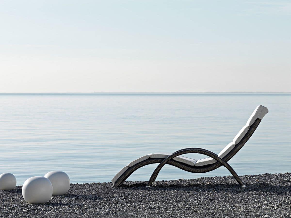 gewebte sonnenliege elegant f r strand und freib der. Black Bedroom Furniture Sets. Home Design Ideas