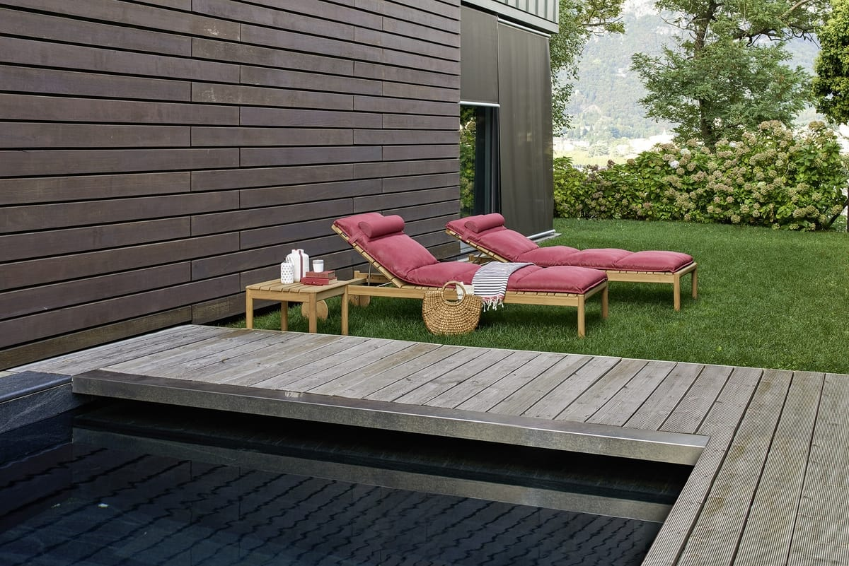 sonnenliegen aus teakholz mit kissen f r schwimmb der idfdesign. Black Bedroom Furniture Sets. Home Design Ideas