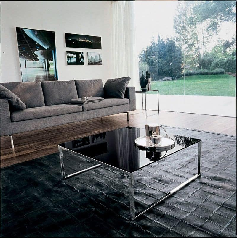CENTRAL, Tabelle mit linearer Struktur, in Glas und Metall, pro Suite
