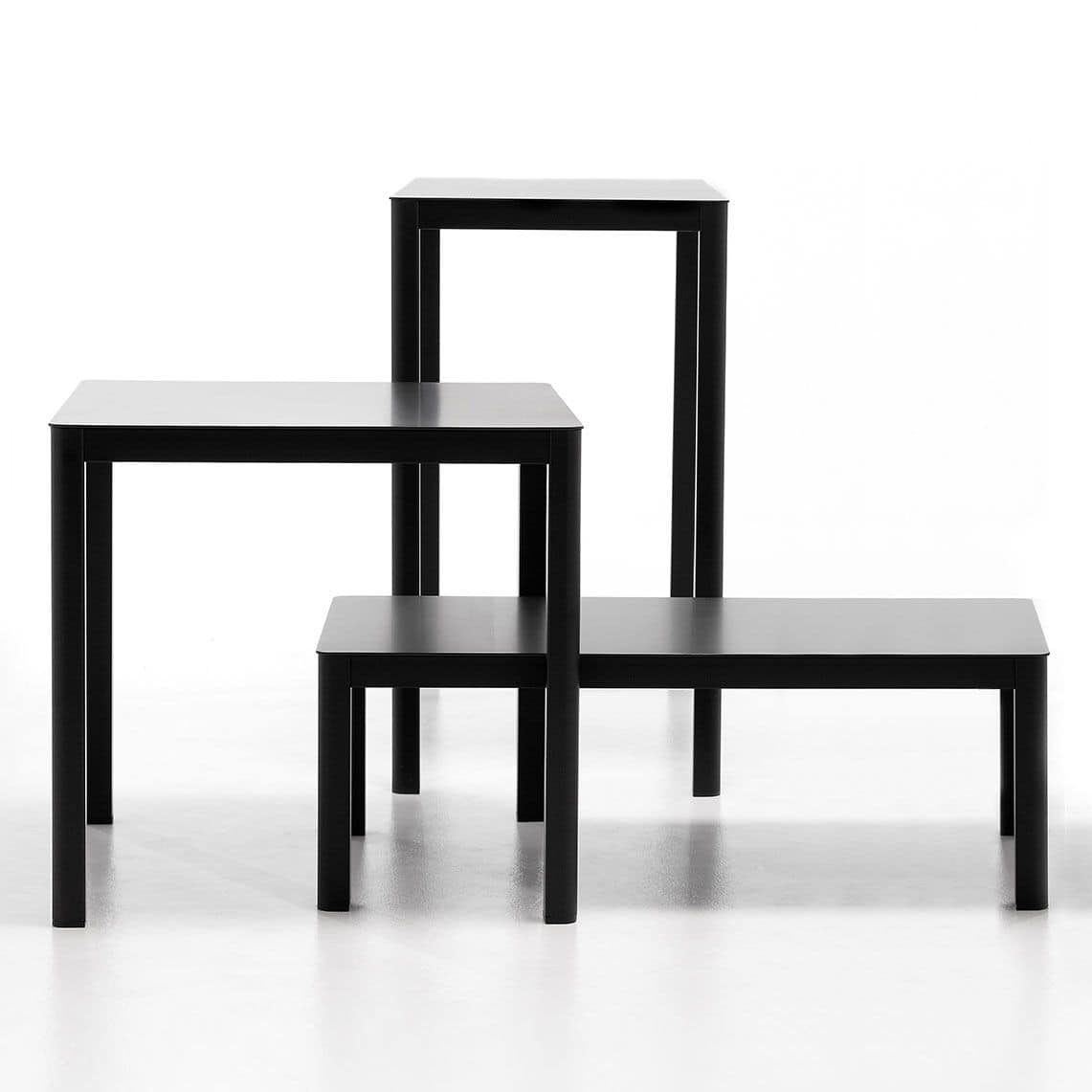 kleiner tisch f r die horeca bereiche in aluminium und hpl idfdesign. Black Bedroom Furniture Sets. Home Design Ideas