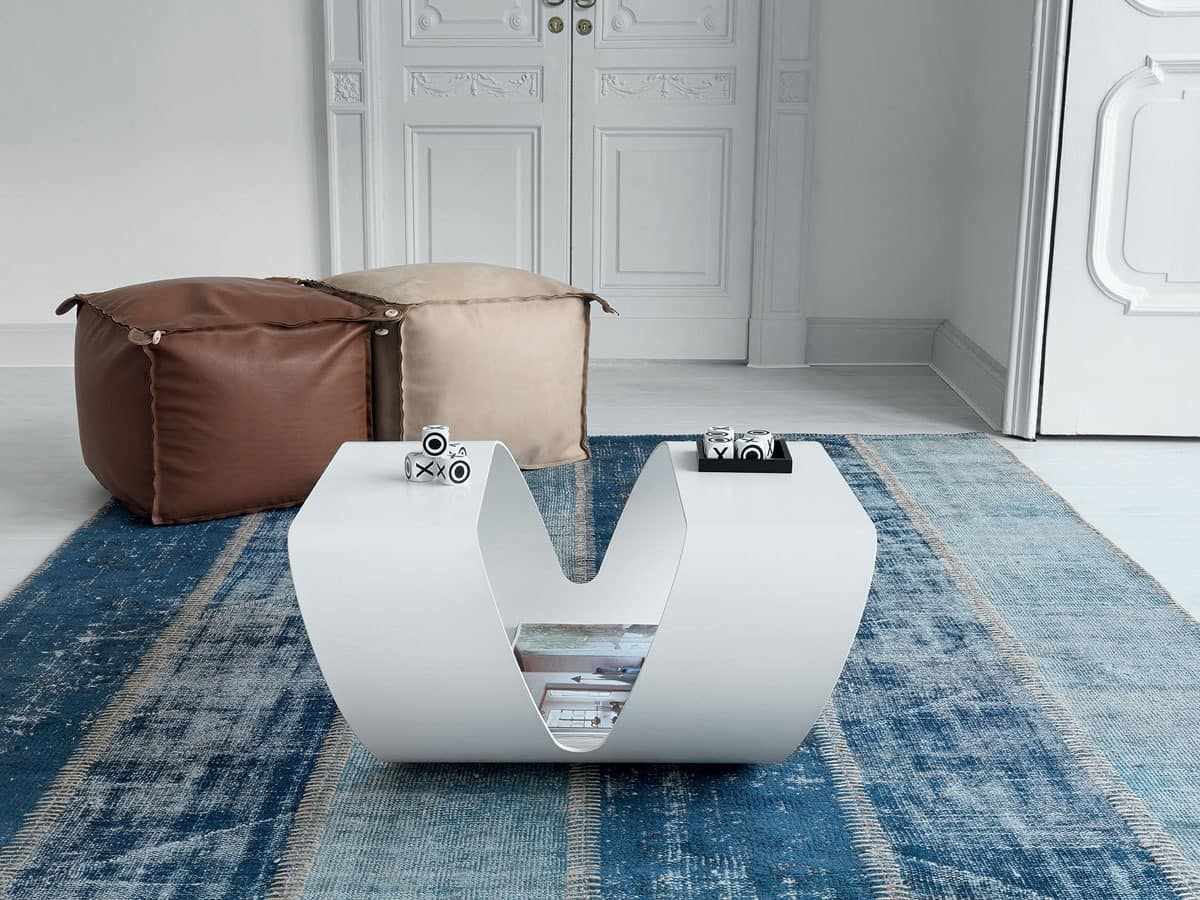 Kleiner tisch mit geradliniges design f r moderne bar for Kleiner tisch quadratisch