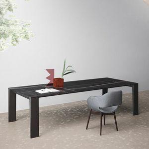 Keel, Design Tisch, Holzbeine, dünne Spitze, für das Wohnzimmer