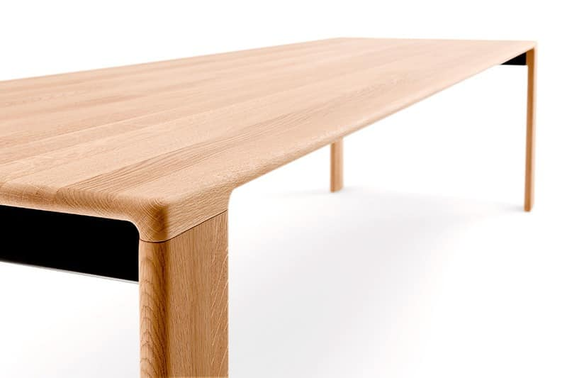 Tabelle komplett aus massivholz f r konferenzr ume gemacht for Moderne holztische