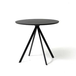 Margarita tavolo, Runder Tisch mit 4 Beinen aus Metall, mit Oberteil aus Polyethylen