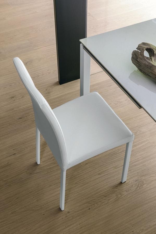 stuhl mit gepolsterten sitz und verchromten metallbeinen. Black Bedroom Furniture Sets. Home Design Ideas