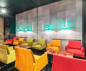 Marì Club, Bequemer Sessel, bezogen in Leder oder Stoff