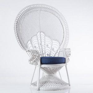 Pfau Sessel, Sessel in weißer Wicker mit Kissen