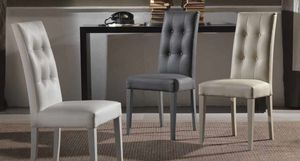 Cream-T, Gefüllter Stuhl mit Knopflehne