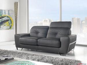 Kube, Modernes Sofa mit massiver Struktur und bequemen Kopfstützen