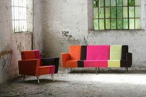 Max 2, Sofa mit Kombination aus verschiedenen Farben und Mustern
