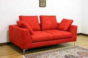 Nettuno, Lineares und minimales Sofa mit hohen Stahlfüßen
