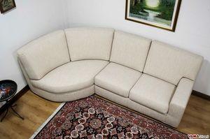 Silver, Einfaches und lineares Sofa mit halbrechteckiger Halbinsel und hohem Rücken