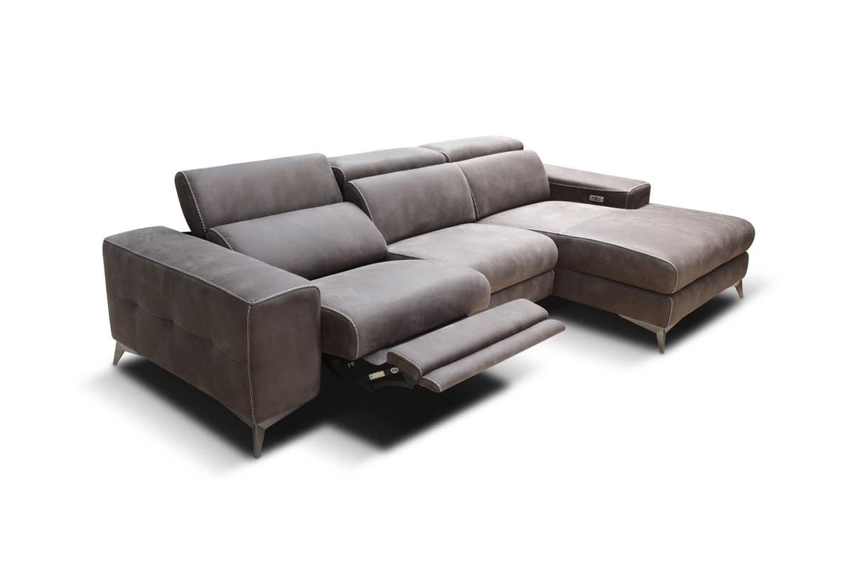 Modernes Sofa mit Elektromotoren für Senioren