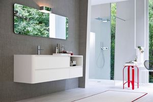My seventy plus comp.01, Weiß lackierter Badezimmerschrank mit wesentlicher Gestaltung