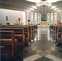 Ecclesia, Moderne Bank aus Massivholz für die Kirchen