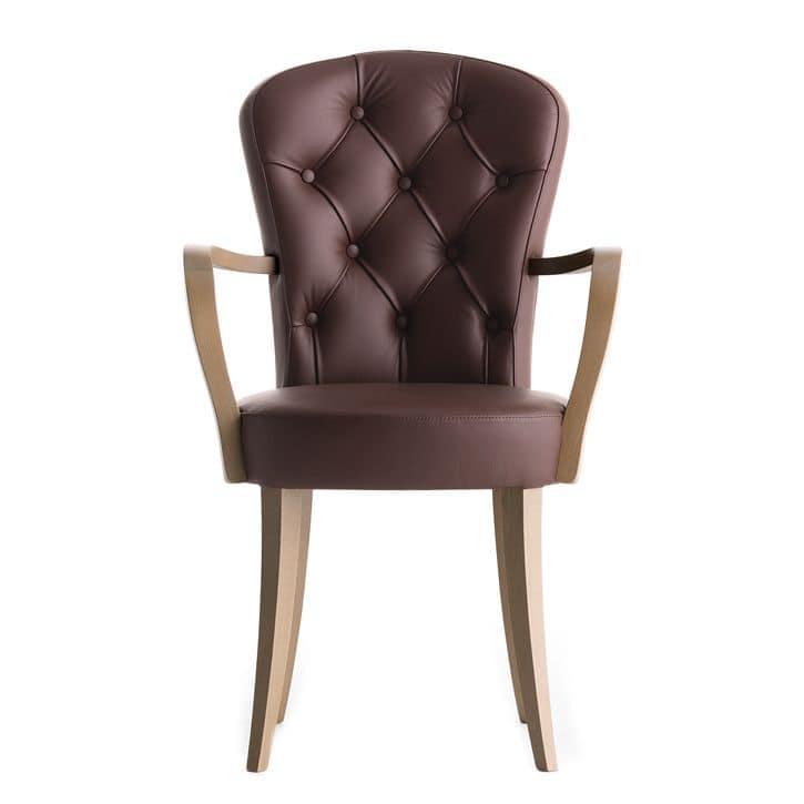 Sessel Mit Gesteppte Ruckenlehne Und Armlehnen Aus Holz Idfdesign