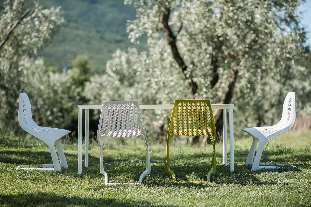 stapelbare tisch aus aluminium mit laminat idfdesign. Black Bedroom Furniture Sets. Home Design Ideas