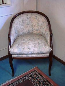 Art. 118, Kleiner Sessel mit floralen Stoff