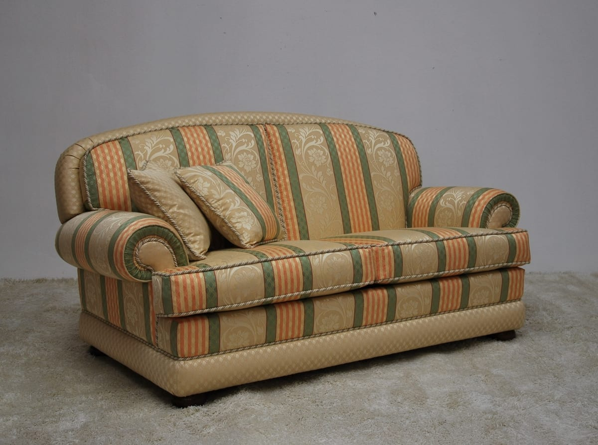 klassisches sofa mit gestreiftem stoff | idfdesign