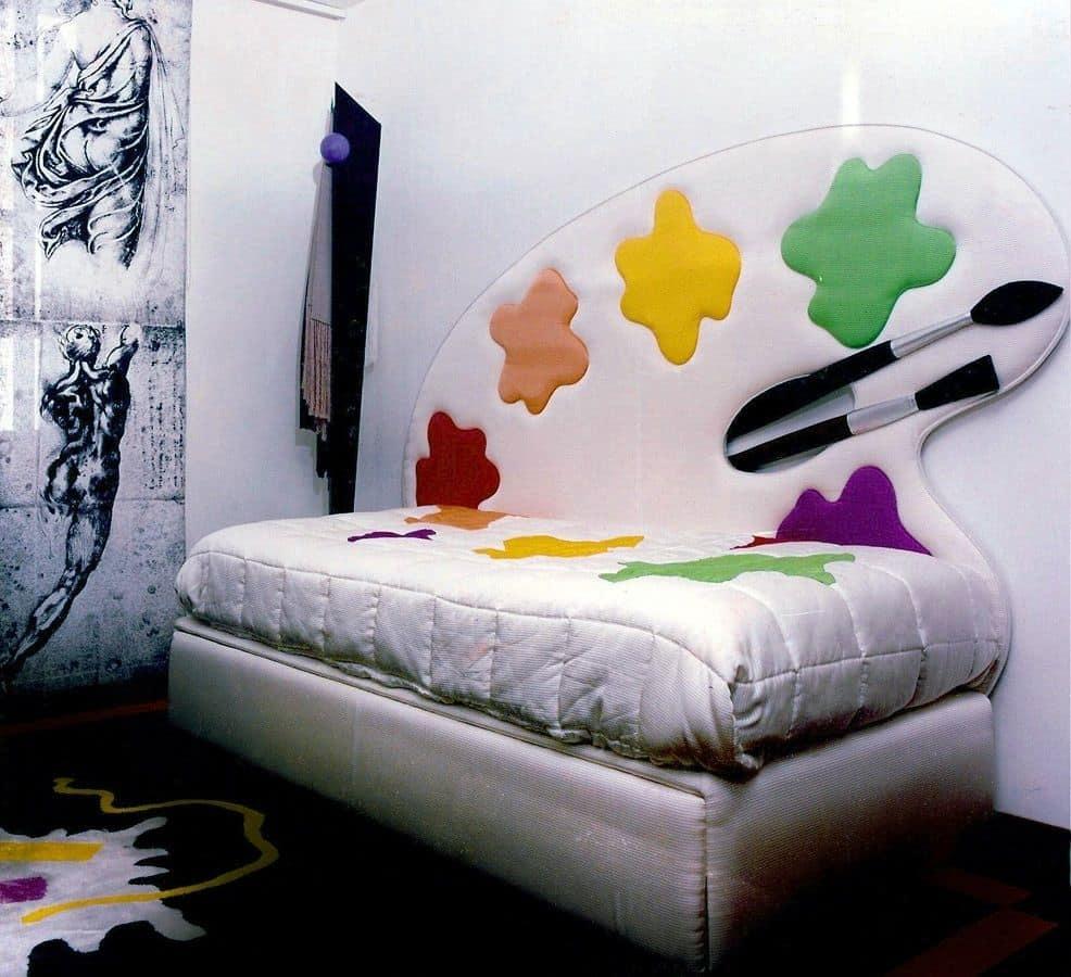einzelbett mit gepolstertem kopfteil und dekoriert ideal. Black Bedroom Furniture Sets. Home Design Ideas